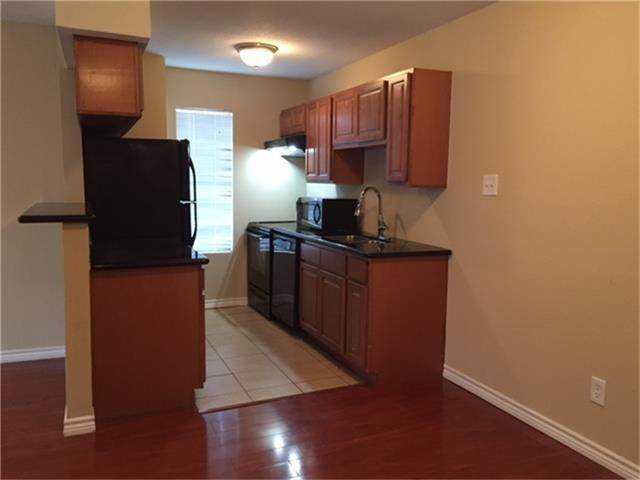 7. Condo / Townhouse for Rent at 2750 Holly Hall Street #1402 2750 Holly Hall Street Houston, Texas 77054 United States