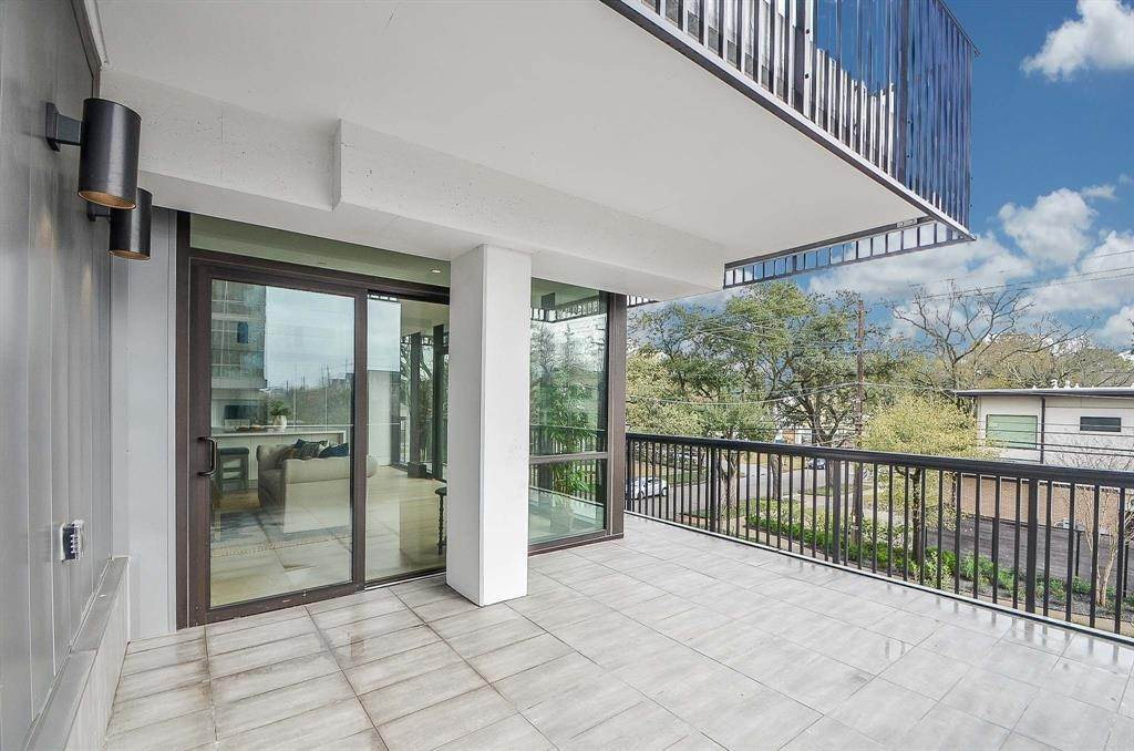 14. High or Mid-Rise Condo for Rent at 2406 Tangley #200 2406 Tangley Houston, Texas 77005 United States
