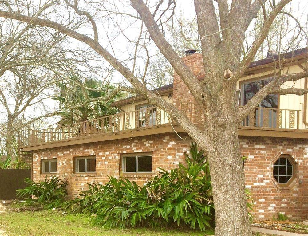 8. Single Family Homes for Rent at 845 Jackson Avenue #E 845 Jackson Avenue Bacliff, Texas 77518 United States