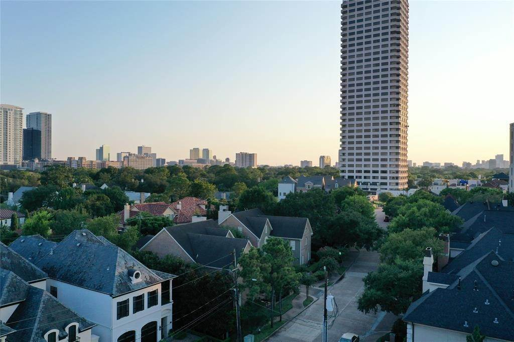 High or Mid-Rise Condo for Sale at 2240 Mimosa Drive #Ph-7w 2240 Mimosa Drive Houston, Texas 77019 United States