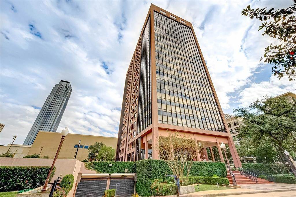 High or Mid-Rise Condo for Rent at 5150 Hidalgo Street #402 5150 Hidalgo Street Houston, Texas 77056 United States