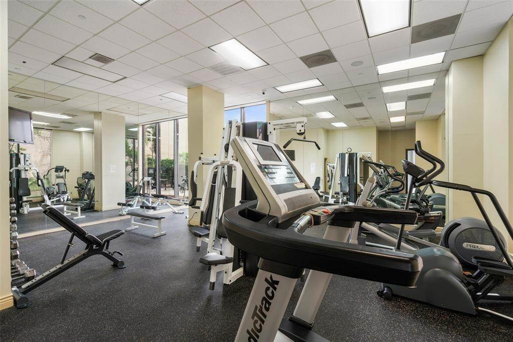 24. High or Mid-Rise Condo for Rent at 5150 Hidalgo Street #402 5150 Hidalgo Street Houston, Texas 77056 United States