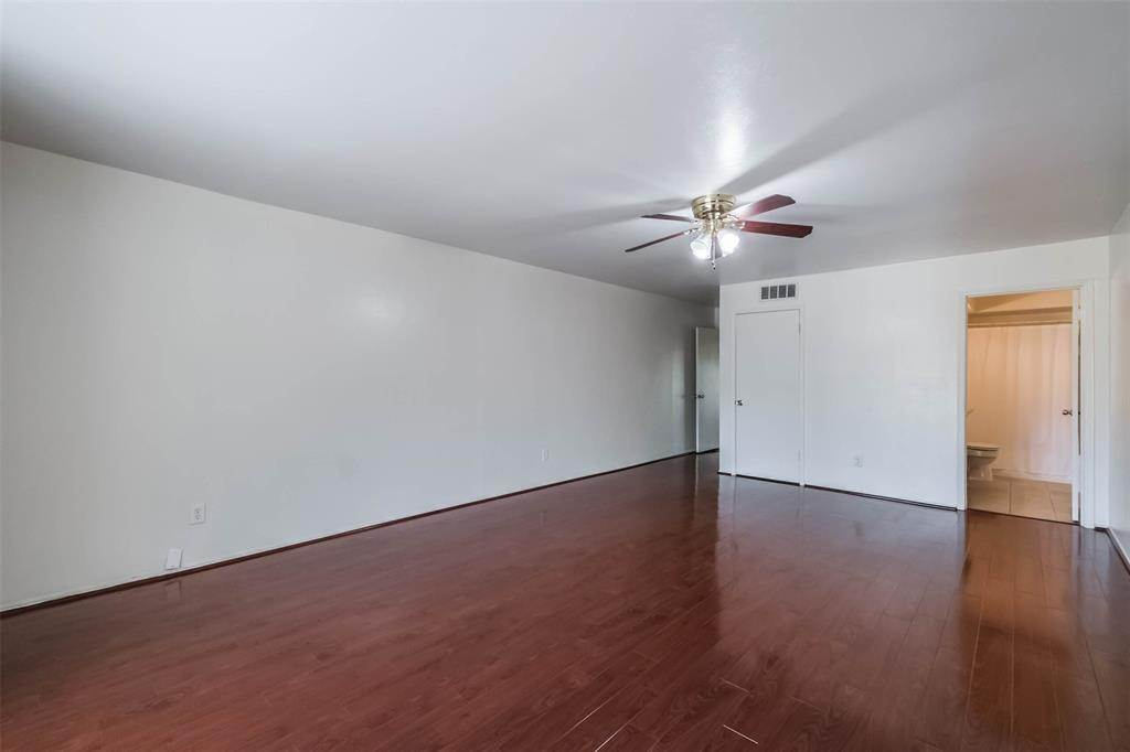 21. Condo / Townhouse for Rent at 12633 Memorial Drive #170 12633 Memorial Drive Houston, Texas 77024 United States