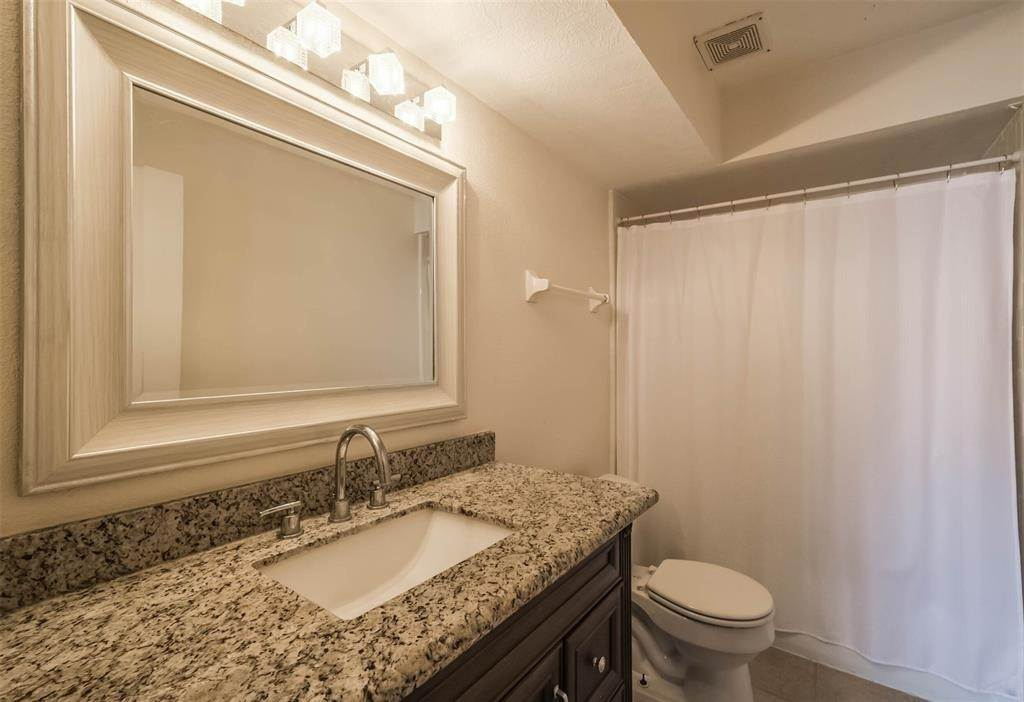 23. Condo / Townhouse for Rent at 12633 Memorial Drive #170 12633 Memorial Drive Houston, Texas 77024 United States