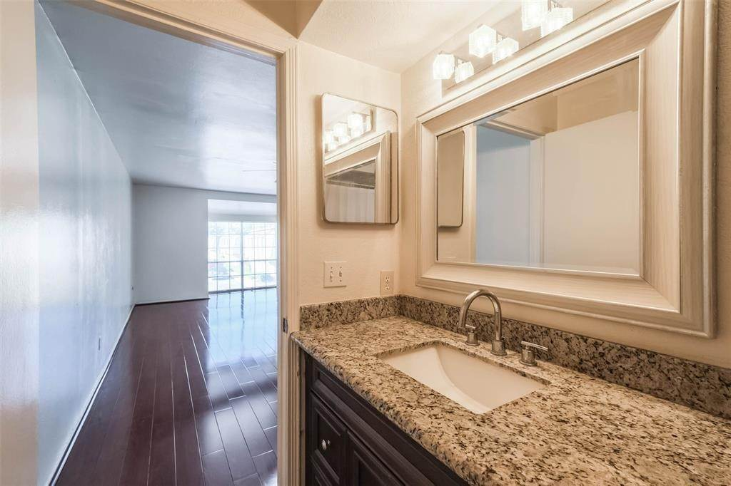 24. Condo / Townhouse for Rent at 12633 Memorial Drive #170 12633 Memorial Drive Houston, Texas 77024 United States