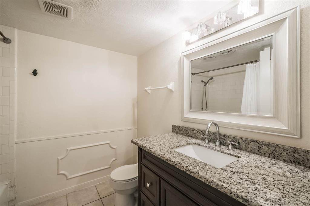 35. Condo / Townhouse for Rent at 12633 Memorial Drive #170 12633 Memorial Drive Houston, Texas 77024 United States