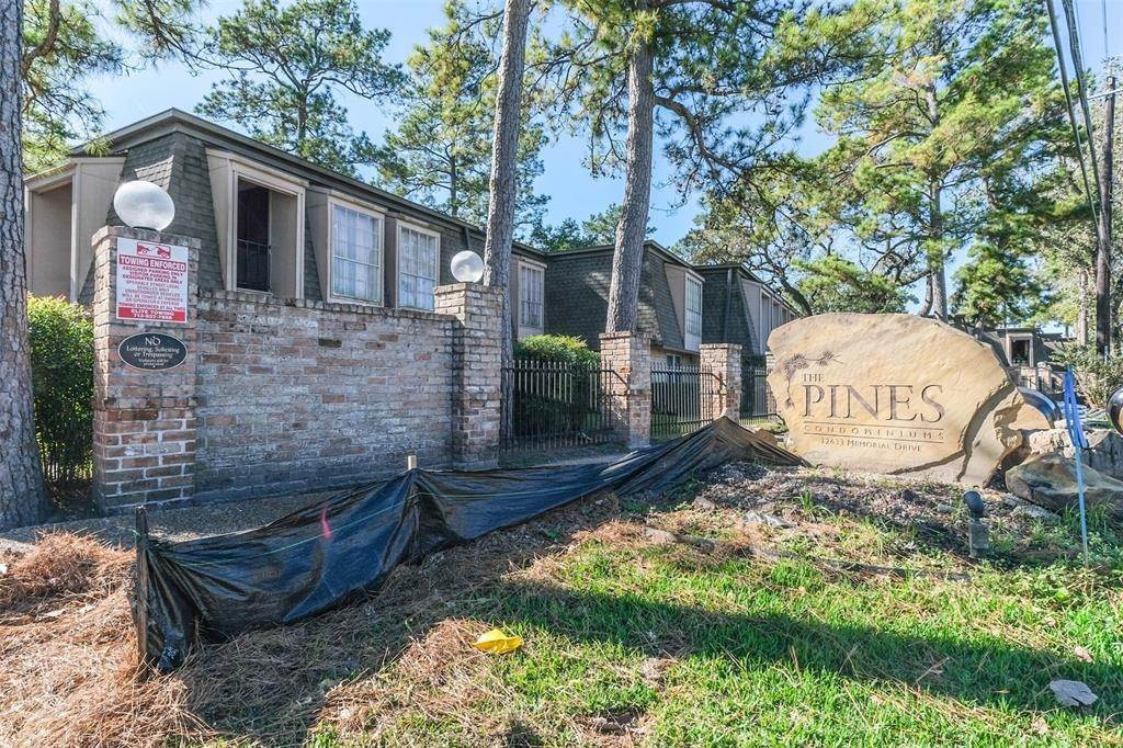 41. Condo / Townhouse for Rent at 12633 Memorial Drive #170 12633 Memorial Drive Houston, Texas 77024 United States