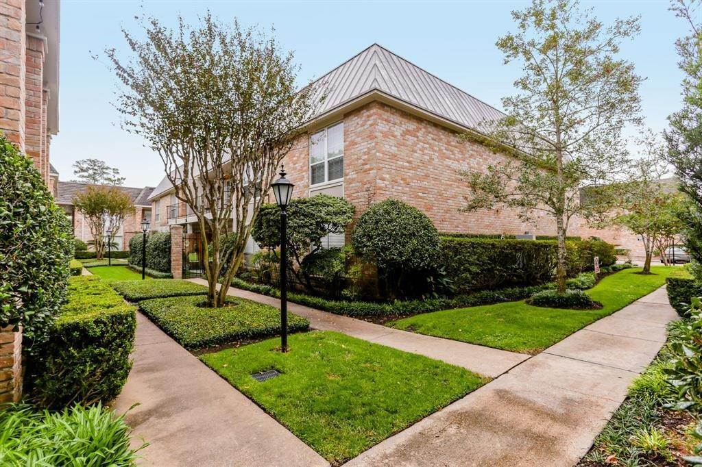 Condo / Townhouse for Rent at 2224 S Piney Point Road #223 2224 S Piney Point Road Houston, Texas 77063 United States