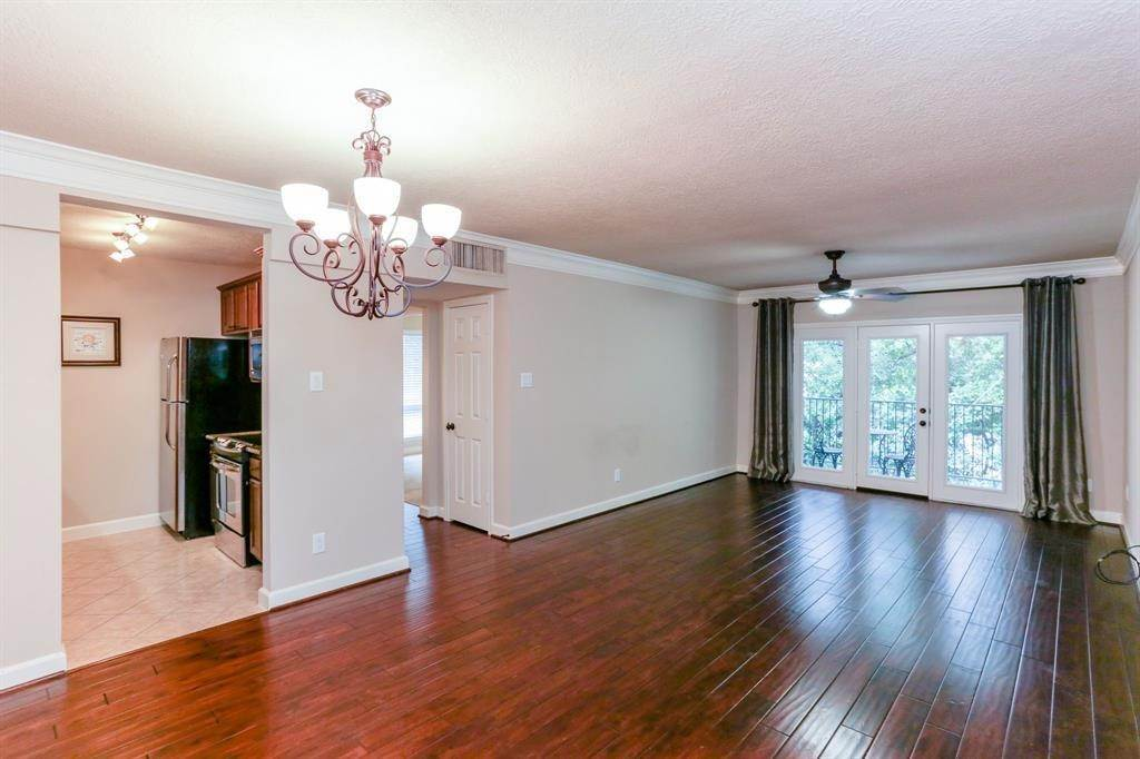 2. Condo / Townhouse for Rent at 2224 S Piney Point Road #223 2224 S Piney Point Road Houston, Texas 77063 United States