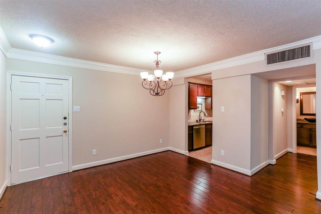 4. Condo / Townhouse for Rent at 2224 S Piney Point Road #223 2224 S Piney Point Road Houston, Texas 77063 United States