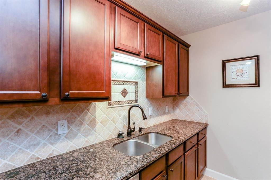 7. Condo / Townhouse for Rent at 2224 S Piney Point Road #223 2224 S Piney Point Road Houston, Texas 77063 United States