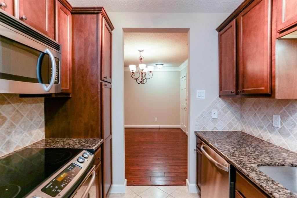 8. Condo / Townhouse for Rent at 2224 S Piney Point Road #223 2224 S Piney Point Road Houston, Texas 77063 United States