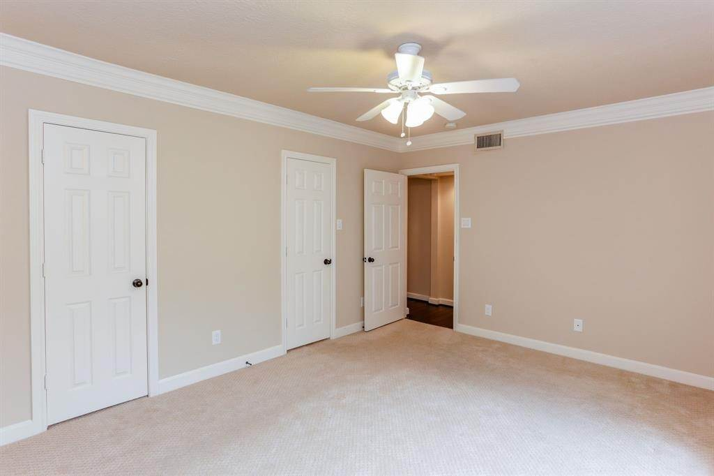 9. Condo / Townhouse for Rent at 2224 S Piney Point Road #223 2224 S Piney Point Road Houston, Texas 77063 United States