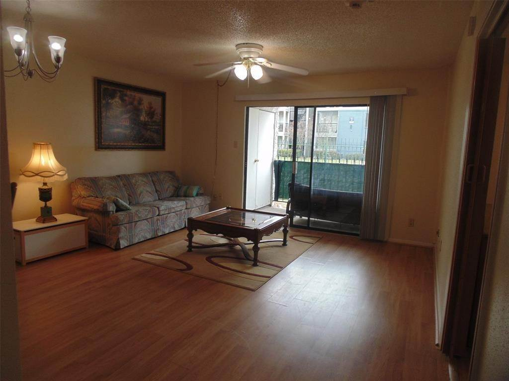 4. Condo / Townhouse for Rent at 2832 S Bartell Drive #2 2832 S Bartell Drive Houston, Texas 77054 United States
