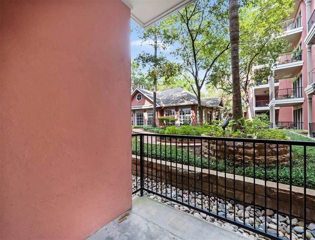15. High or Mid-Rise Condo for Rent at 2400 Mccue Road #113 2400 Mccue Road Houston, Texas 77056 United States