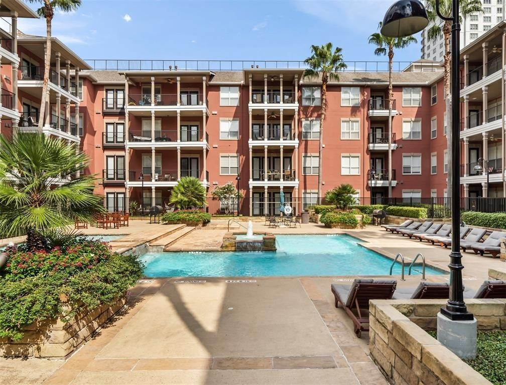 26. High or Mid-Rise Condo for Rent at 2400 Mccue Road #113 2400 Mccue Road Houston, Texas 77056 United States