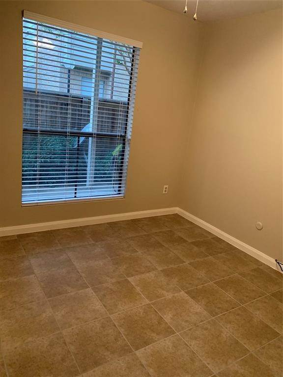 11. Condo / Townhouse for Rent at 2120 Wilcrest Drive #119 2120 Wilcrest Drive Houston, Texas 77042 United States