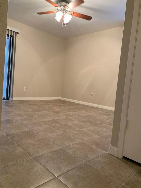 20. Condo / Townhouse for Rent at 2120 Wilcrest Drive #119 2120 Wilcrest Drive Houston, Texas 77042 United States