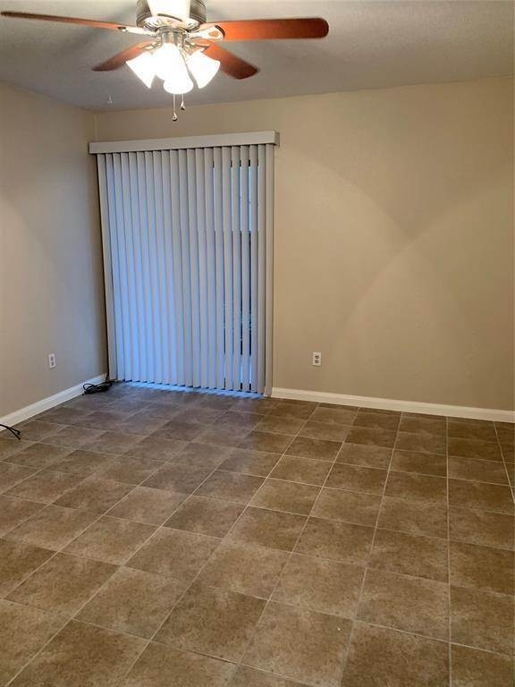 23. Condo / Townhouse for Rent at 2120 Wilcrest Drive #119 2120 Wilcrest Drive Houston, Texas 77042 United States