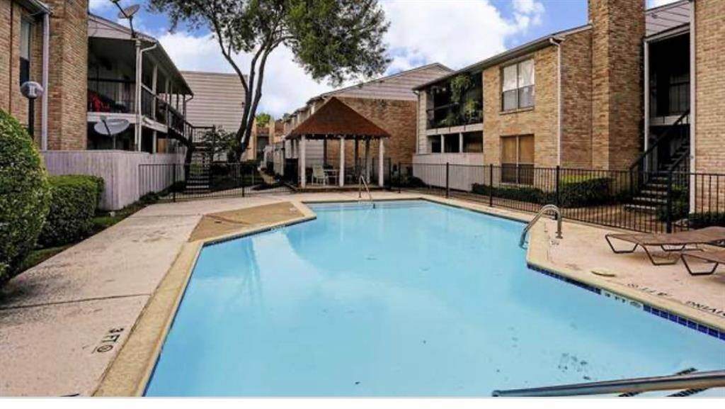 27. Condo / Townhouse for Rent at 2120 Wilcrest Drive #119 2120 Wilcrest Drive Houston, Texas 77042 United States
