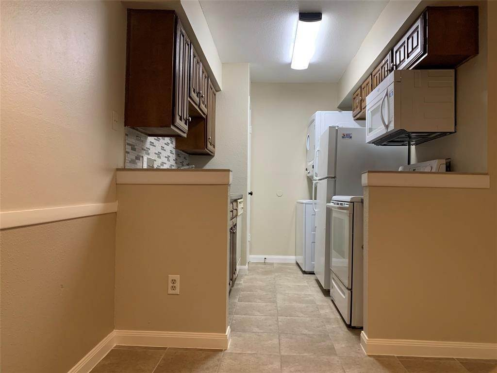 5. Condo / Townhouse for Rent at 2120 Wilcrest Drive #119 2120 Wilcrest Drive Houston, Texas 77042 United States