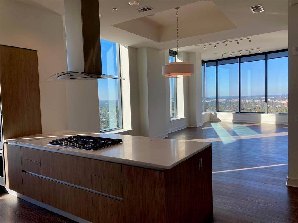 5. High or Mid-Rise Condo for Rent at 2651 Kipling Street #4005 2651 Kipling Street Houston, Texas 77098 United States