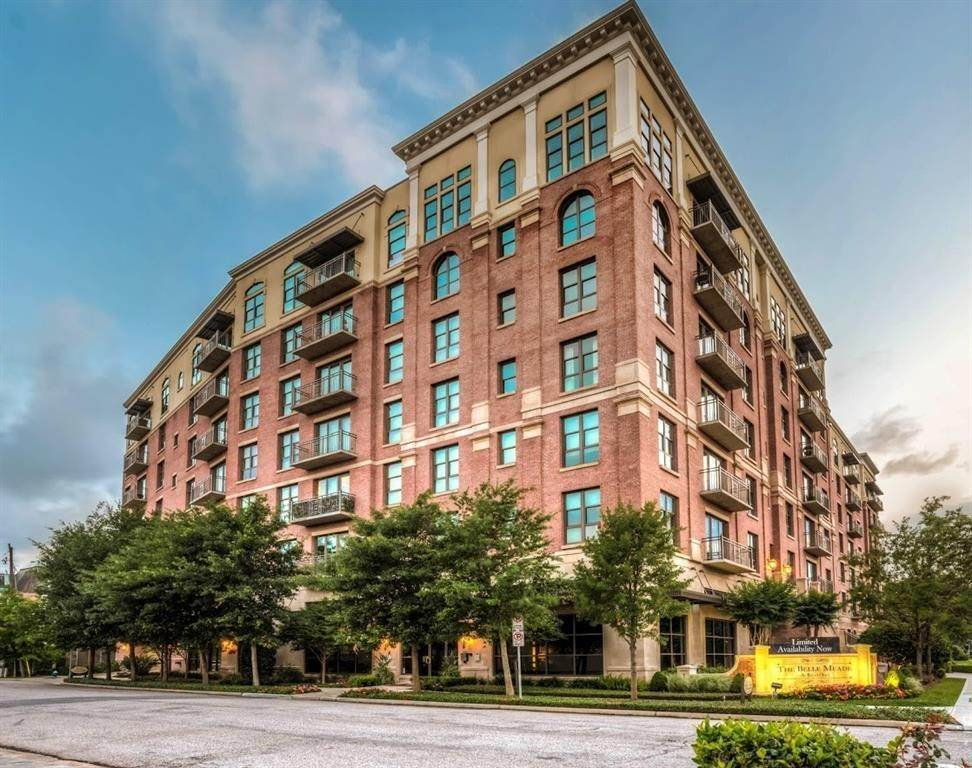 14. High or Mid-Rise Condo for Rent at 2929 Westheimer #702 2929 Westheimer Houston, Texas 77098 United States