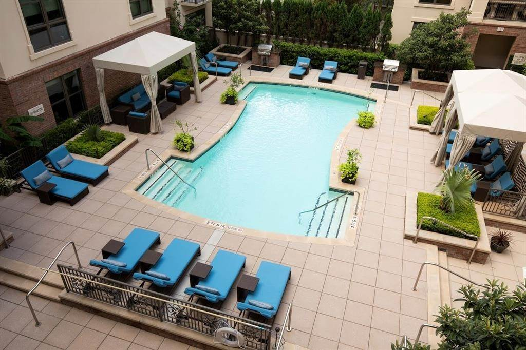 20. High or Mid-Rise Condo for Rent at 2929 Westheimer #702 2929 Westheimer Houston, Texas 77098 United States