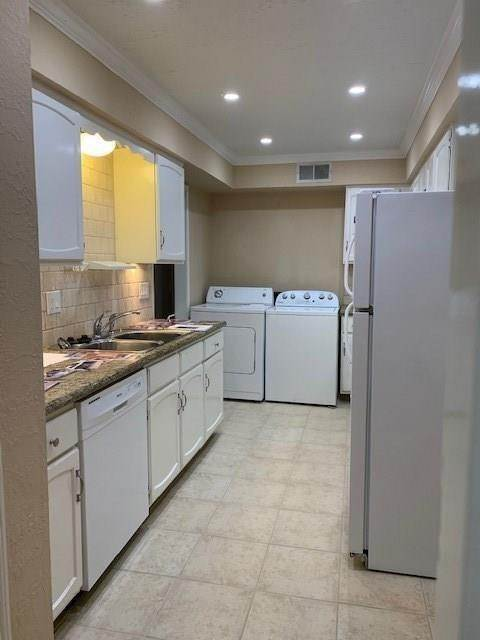 11. High or Mid-Rise Condo for Rent at 355 N Post Oak Lane #743 355 N Post Oak Lane Houston, Texas 77024 United States