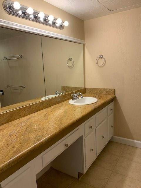 14. High or Mid-Rise Condo for Rent at 355 N Post Oak Lane #743 355 N Post Oak Lane Houston, Texas 77024 United States