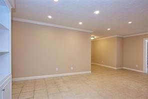 9. High or Mid-Rise Condo for Rent at 355 N Post Oak Lane #743 355 N Post Oak Lane Houston, Texas 77024 United States
