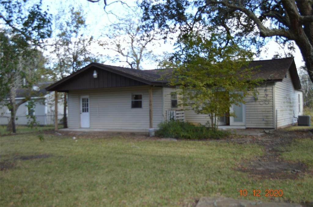 3. Single Family Homes for Rent at 125 Holly Street Lake Jackson, Texas 77566 United States