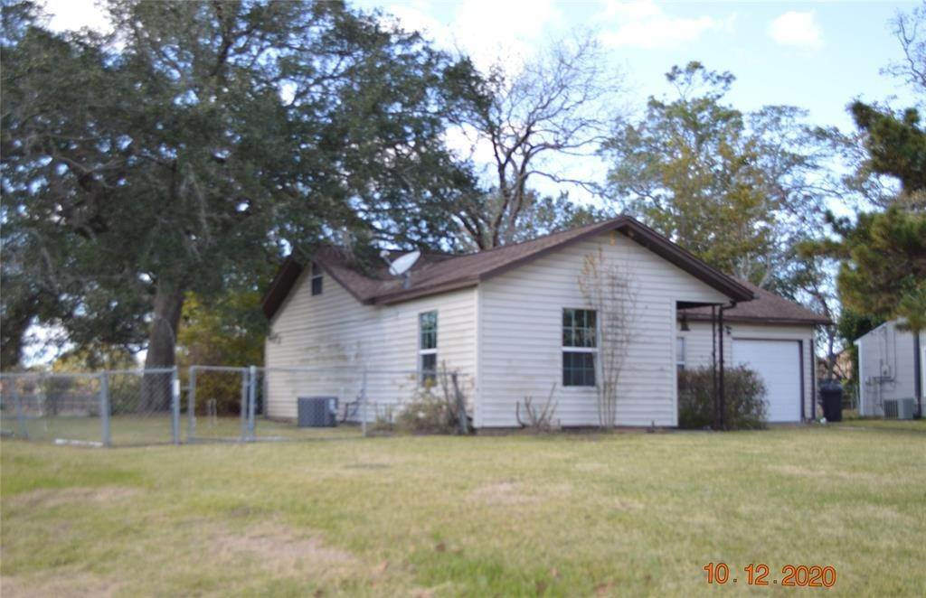 5. Single Family Homes for Rent at 125 Holly Street Lake Jackson, Texas 77566 United States