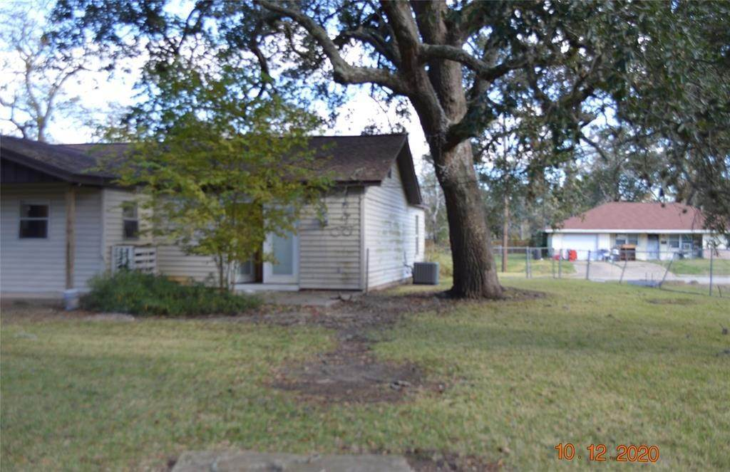 6. Single Family Homes for Rent at 125 Holly Street Lake Jackson, Texas 77566 United States