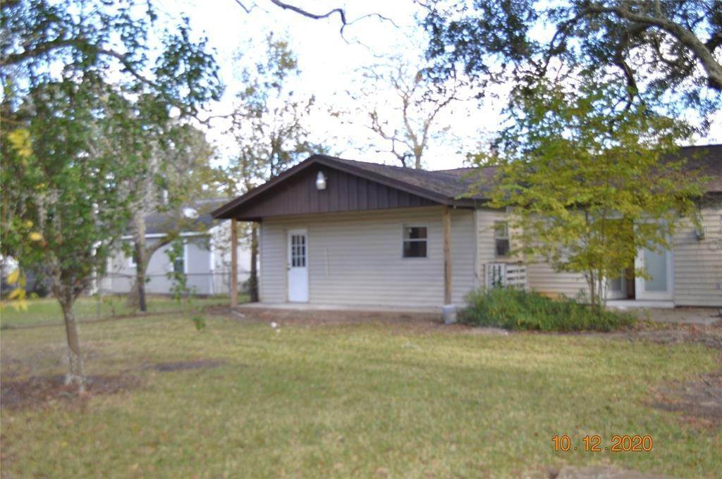 8. Single Family Homes for Rent at 125 Holly Street Lake Jackson, Texas 77566 United States
