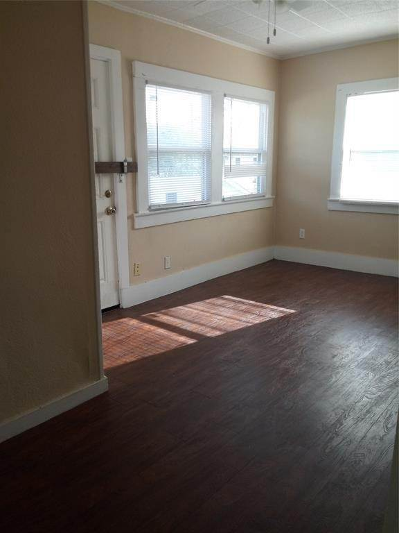 17. Single Family Homes for Rent at 4701 Avenue P #Up 4701 Avenue P Galveston, Texas 77551 United States