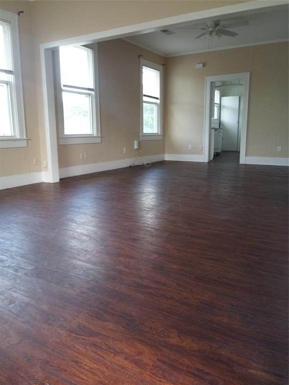 23. Single Family Homes for Rent at 4701 Avenue P #Up 4701 Avenue P Galveston, Texas 77551 United States