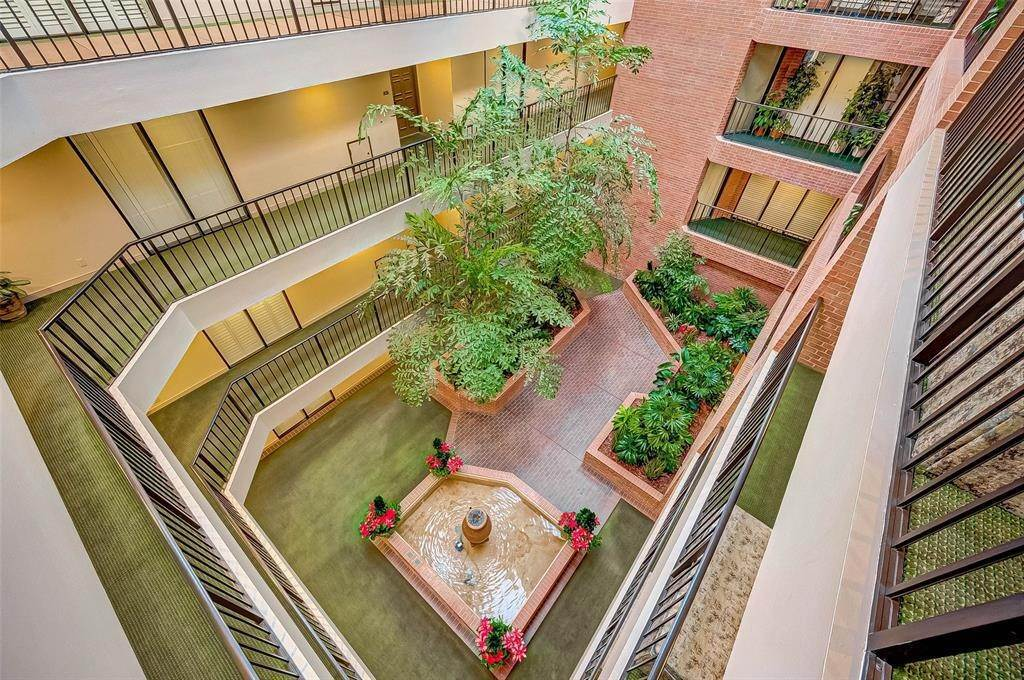 6. High or Mid-Rise Condo for Rent at 9333 Memorial Drive #414 9333 Memorial Drive Houston, Texas 77024 United States