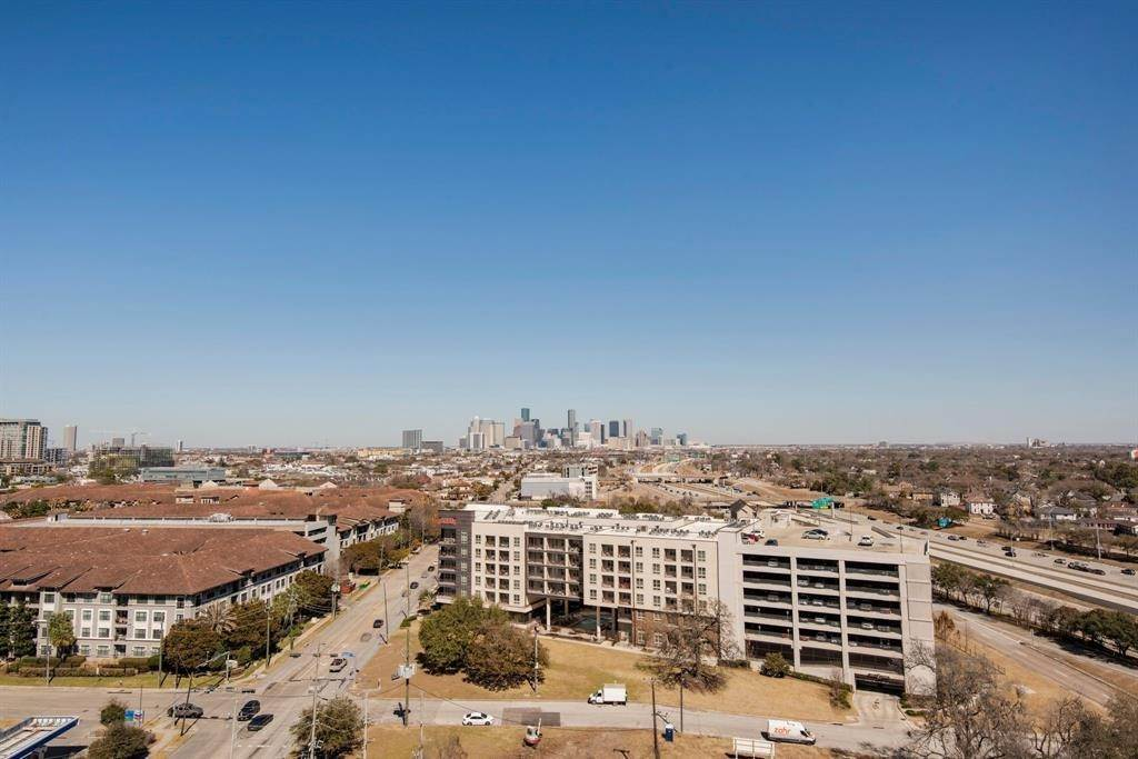 14. High or Mid-Rise Condo for Rent at 5925 Almeda Road #11313 5925 Almeda Road Houston, Texas 77004 United States