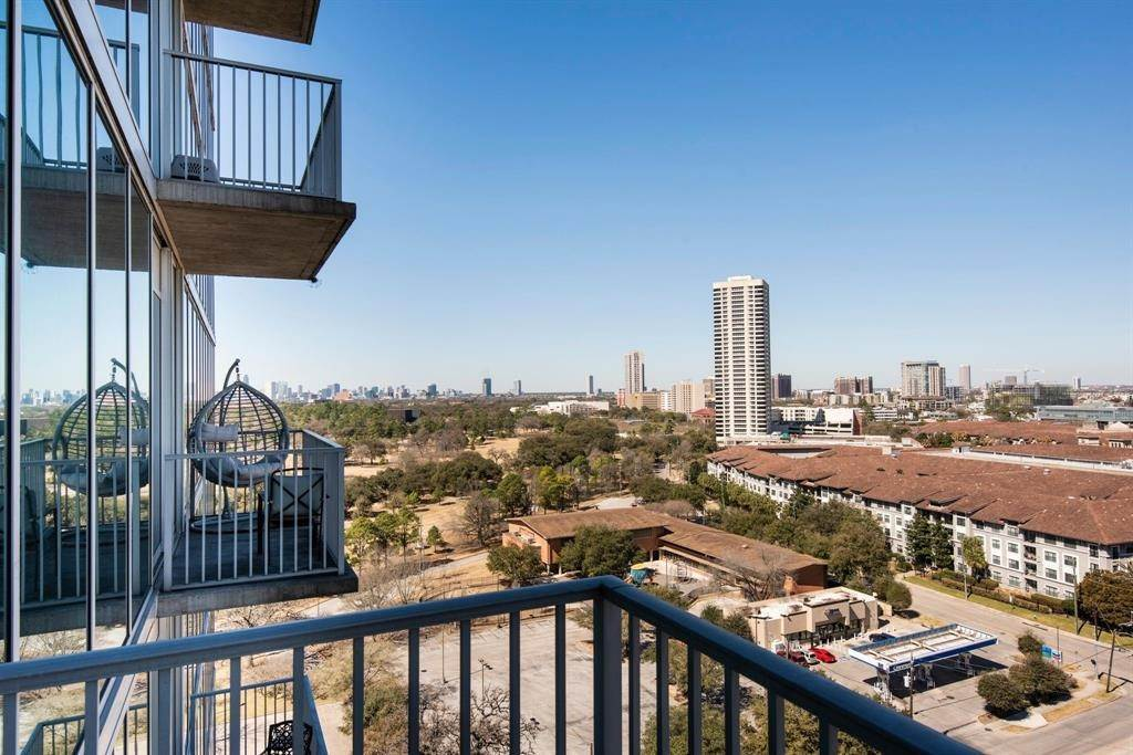 15. High or Mid-Rise Condo for Rent at 5925 Almeda Road #11313 5925 Almeda Road Houston, Texas 77004 United States