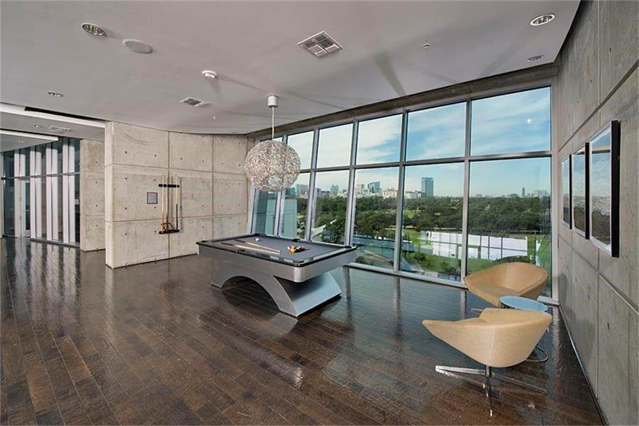 23. High or Mid-Rise Condo for Rent at 5925 Almeda Road #11313 5925 Almeda Road Houston, Texas 77004 United States