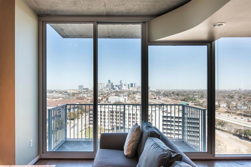 9. High or Mid-Rise Condo for Rent at 5925 Almeda Road #11313 5925 Almeda Road Houston, Texas 77004 United States