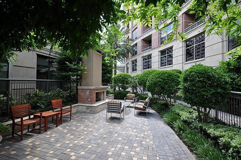 16. High or Mid-Rise Condo for Rent at 1901 Post Oak Boulevard #3506 1901 Post Oak Boulevard Houston, Texas 77056 United States