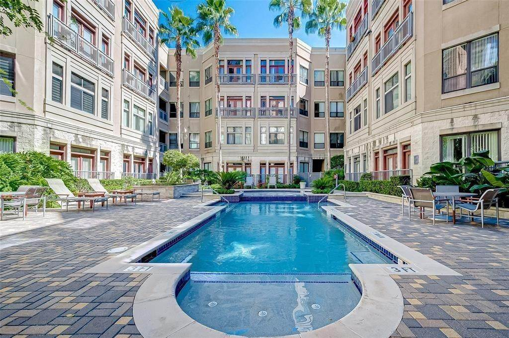 24. High or Mid-Rise Condo for Rent at 1901 Post Oak Boulevard #3506 1901 Post Oak Boulevard Houston, Texas 77056 United States