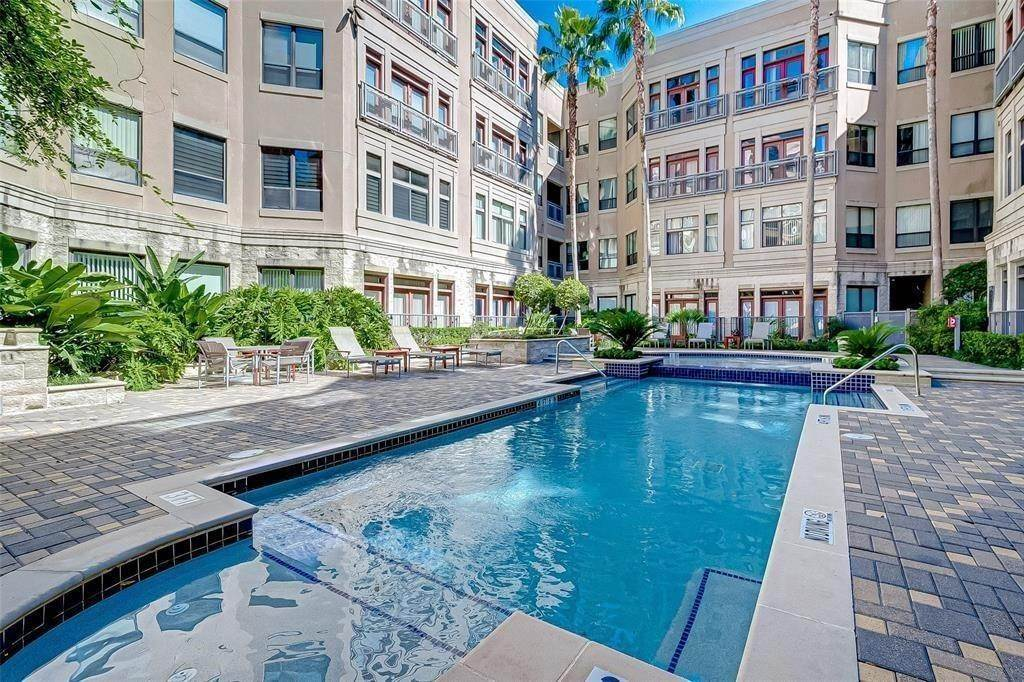 25. High or Mid-Rise Condo for Rent at 1901 Post Oak Boulevard #3506 1901 Post Oak Boulevard Houston, Texas 77056 United States