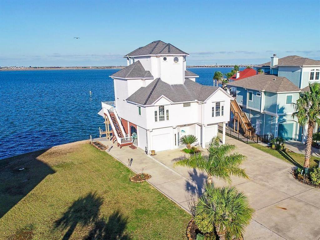 Single Family for Sale at 1542 Windsong Way Tiki Island, Texas 77554 United States