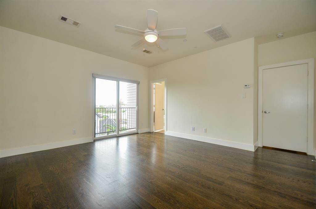 12. Single Family Homes for Rent at 4109 Marina Street #A 4109 Marina Street Houston, Texas 77007 United States