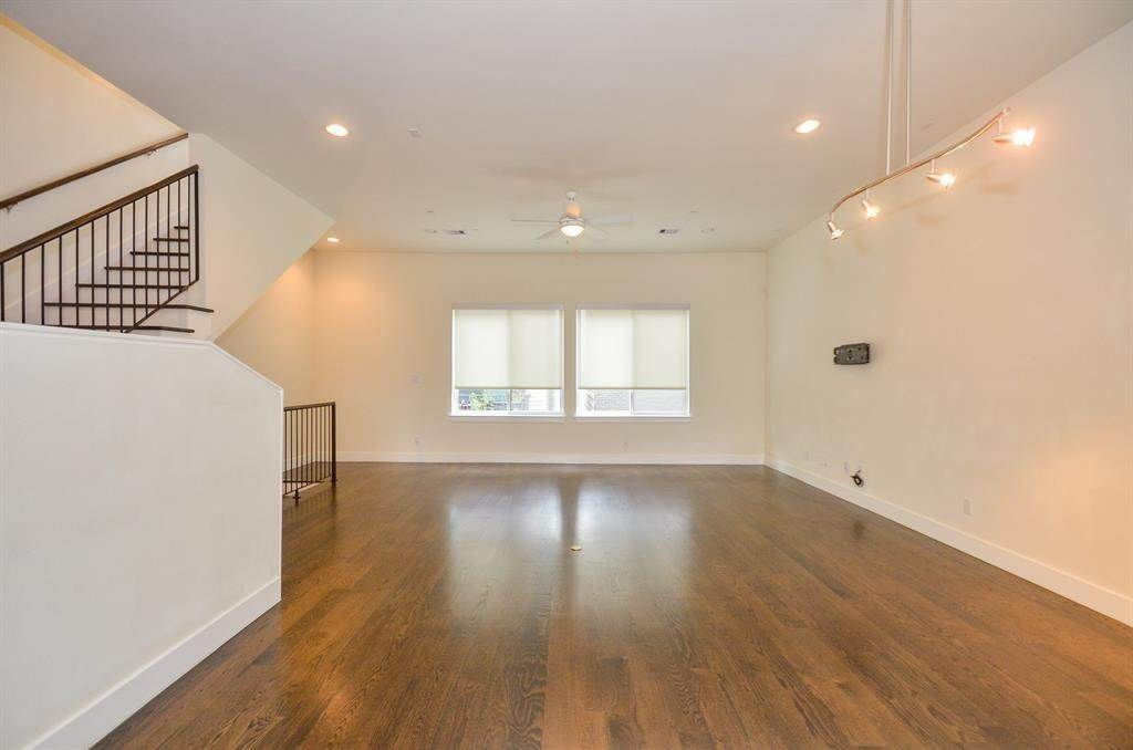 8. Single Family Homes for Rent at 4109 Marina Street #A 4109 Marina Street Houston, Texas 77007 United States