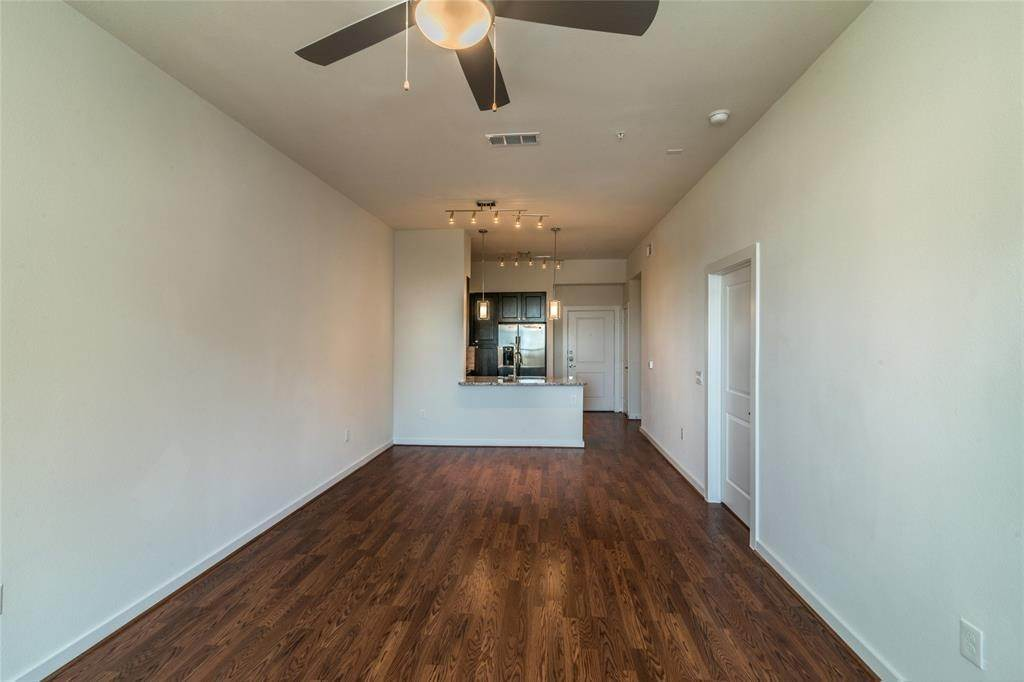 6. High or Mid-Rise Condo for Rent at 1235 E Nasa Parkway #1334 1235 E Nasa Parkway Houston, Texas 77058 United States