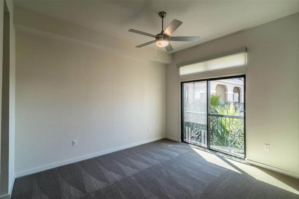7. High or Mid-Rise Condo for Rent at 1235 E Nasa Parkway #1334 1235 E Nasa Parkway Houston, Texas 77058 United States